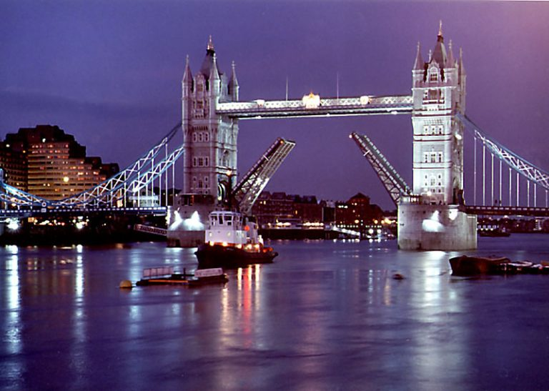 Thames Christmas 4 hour River Boat Cruise Extravaganza